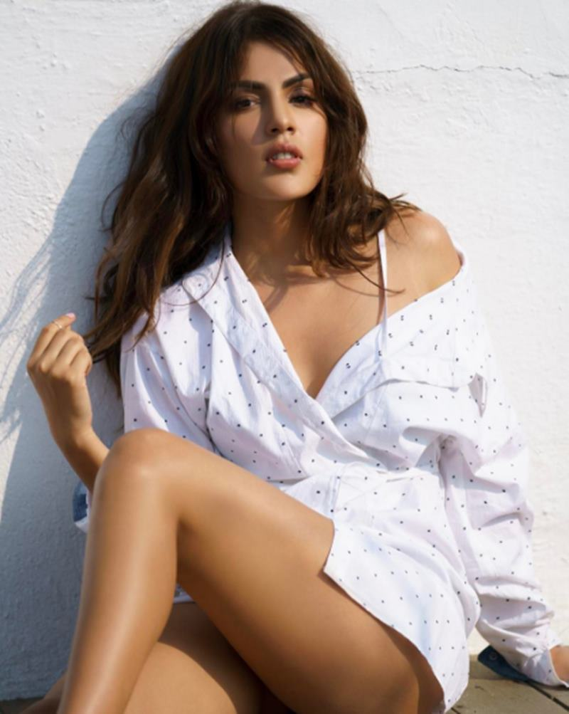 Rhea Chakraborty is ruling Instagram like a queen and we cannot stop staring!- Rhea 8