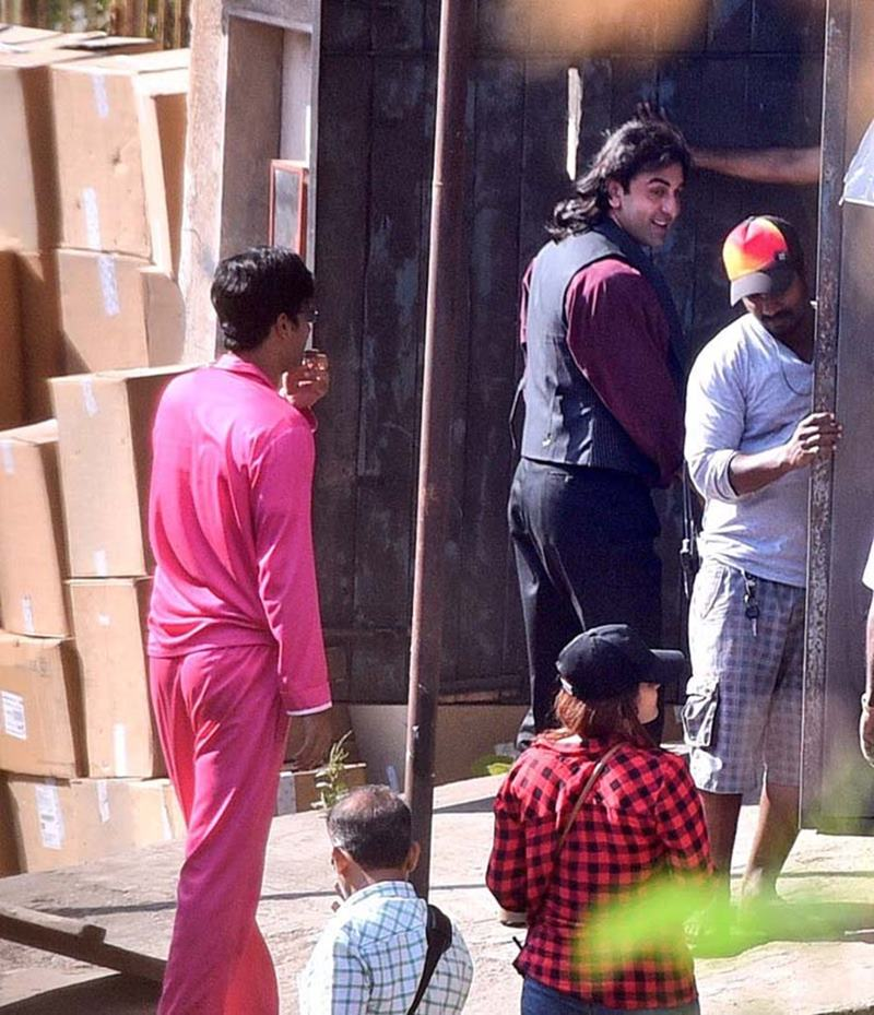 Here are some exclusive pics of Ranbir Kapoor as Sanjay Dutt from the biopics's set- rk 3