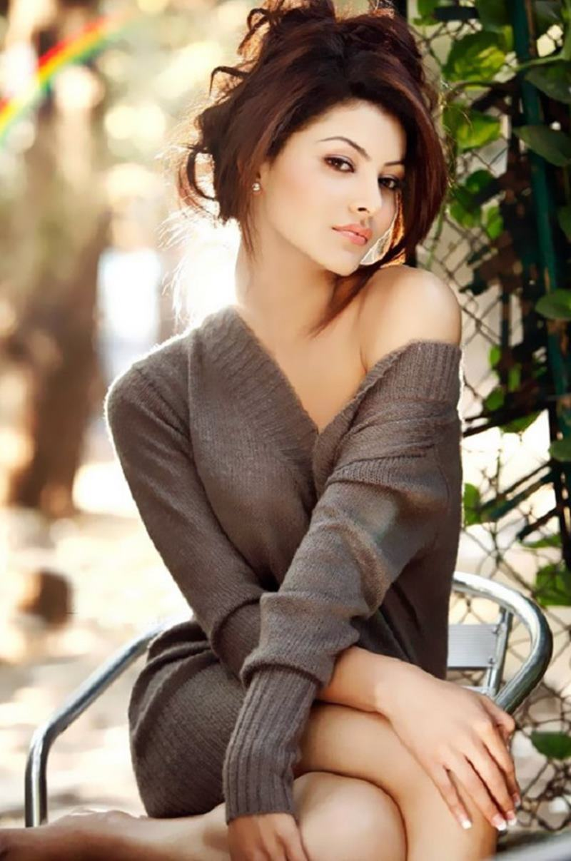 15 Hot Pictures of Urvashi Rautela that will set your heart beating like crazy!- Urvashi 11