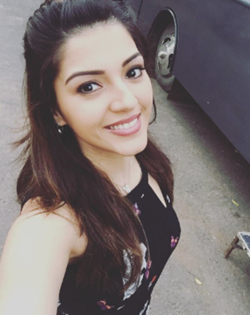 These 10 Pics of Mehreen Pirzada prove that she looks a lot different in real life- Mehreen 9