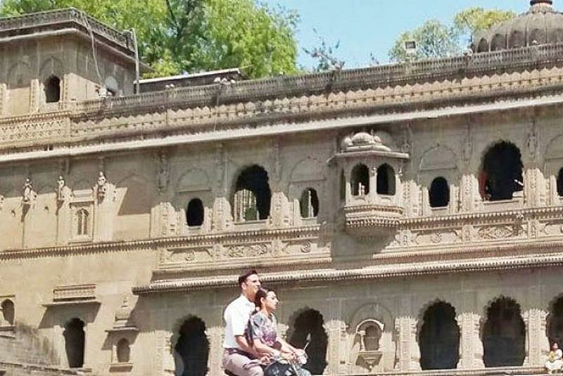 Caught on Camera: Akshay Kumar and Radhika Apte shooting for Padman- Padman 3