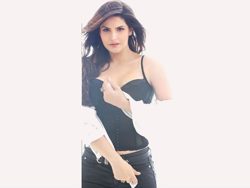 10 Hot Pics of Zareen Khan which prove that curves are super-hot!- Zareen 5