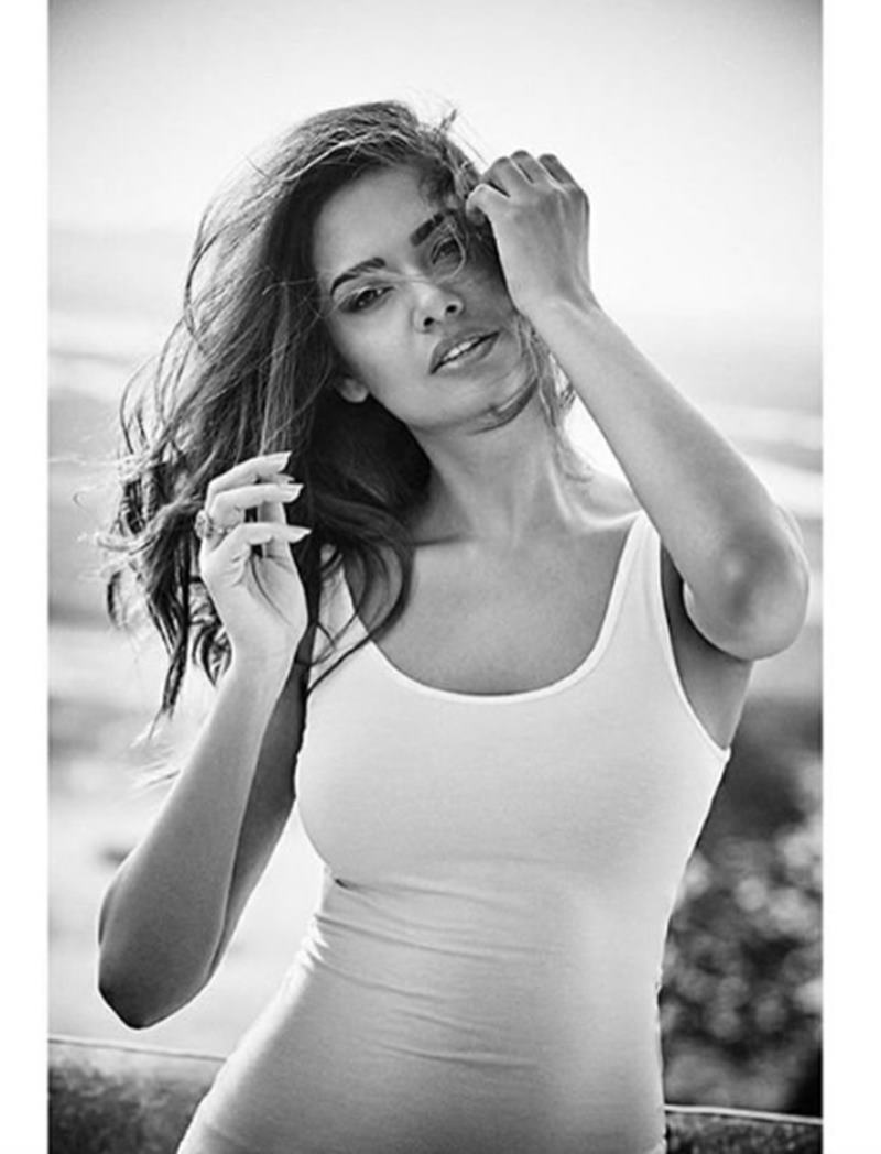 These Esha Gupta Hot Pics will make you feel the heat this summer!-10