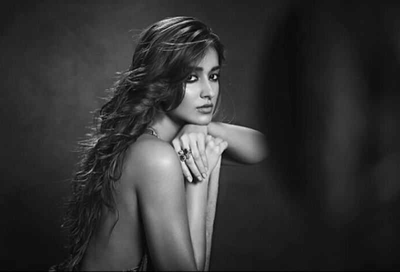 These Hot Pics of Ileana D'Cruz will definitely make your day get hotter!11