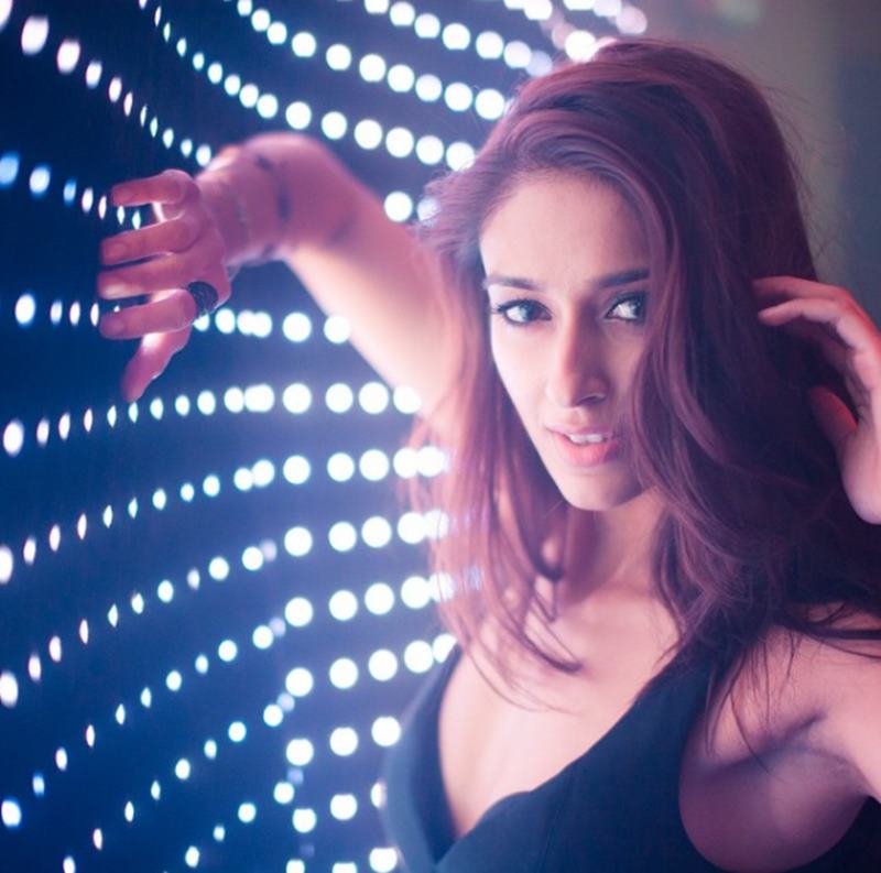 These Hot Pics of Ileana D'Cruz will definitely make your day get hotter!12