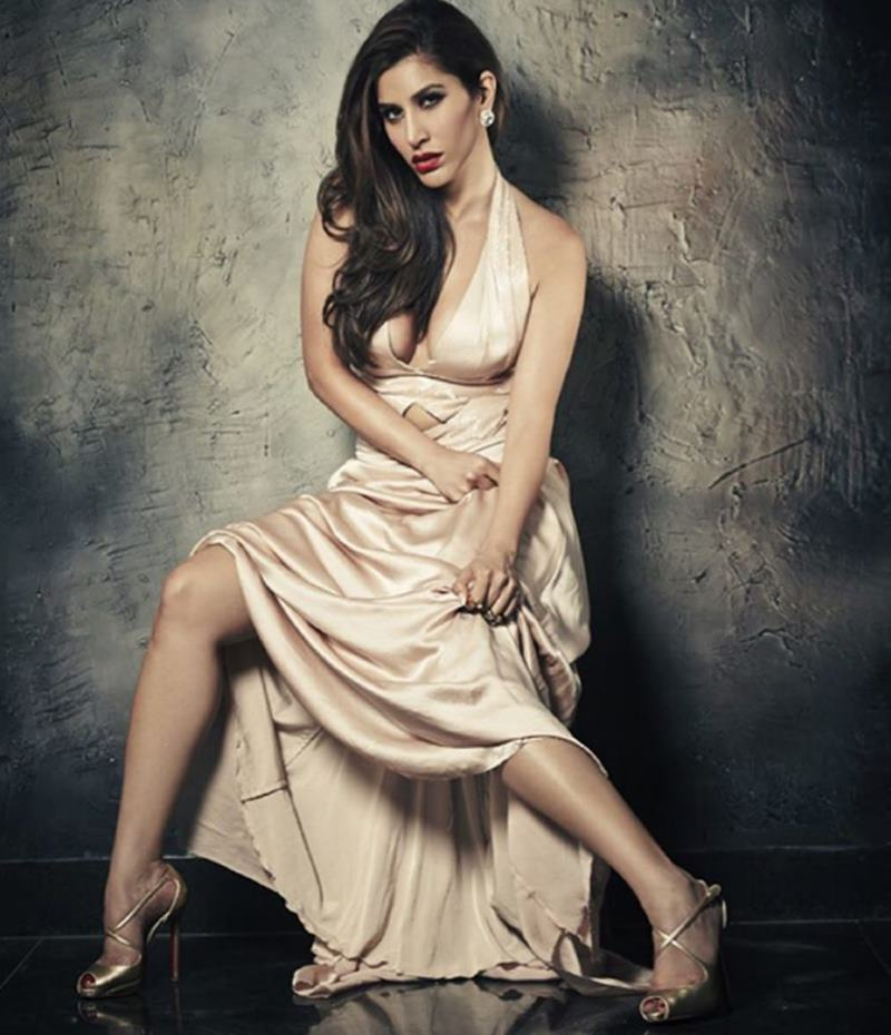 Here are some super hot pics of Sophie Choudry, the multi-talented lady of Bollywood!17