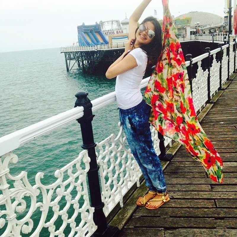 Bhagyashree's daughter Avantika Dassani is ruling the Internet with these pictures!-10