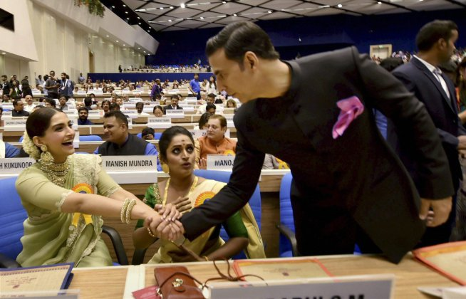 National awards ceremony - Akshay with Sonam Kapoor