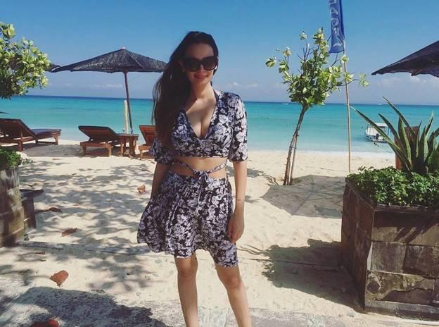 bikini pics of Evelyn Sharma 2