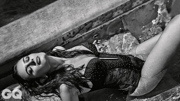 Evelyn Sharma pic in black