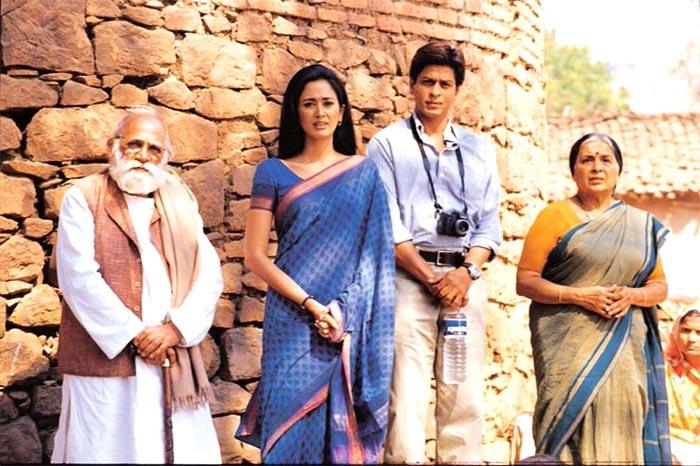 SRK, Lekh Tondon and Gayatri Joshi in Swades