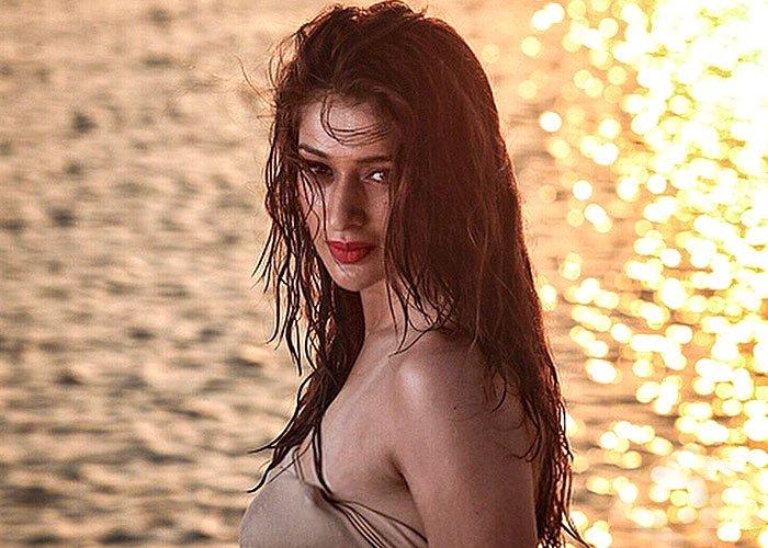 Rai laxmi - Julie 2 scenes leaked